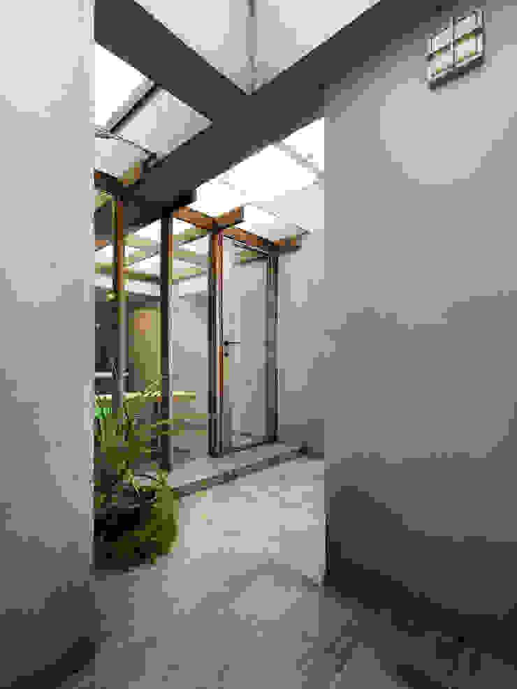 木耳生活藝術-建築暨室內設計/蒸氣少年與蛻變中的一幢房 根據 木耳生活藝術 簡約風 水泥