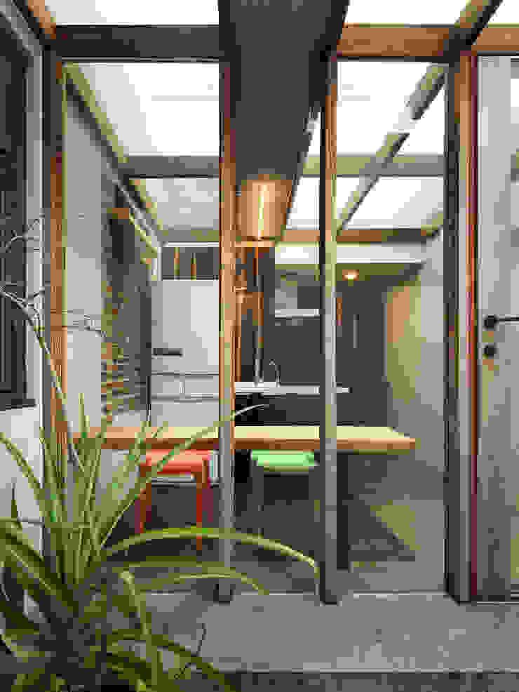 Hiên, sân thượng phong cách tối giản bởi 木耳生活藝術 Tối giản