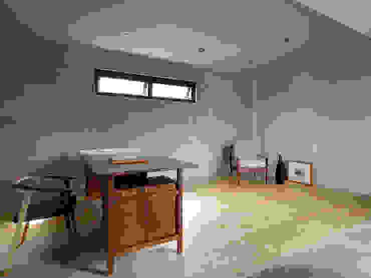木耳生活藝術-建築暨室內設計/舊屋改造/威士忌的直角、銳角、鈍角 根據 木耳生活藝術 現代風 實木 Multicolored