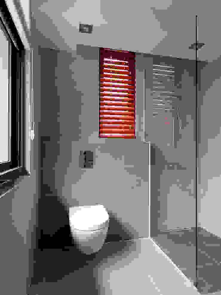 木耳生活藝術-建築暨室內設計/舊屋改造/威士忌的直角、銳角、鈍角 現代浴室設計點子、靈感&圖片 根據 木耳生活藝術 現代風 水泥