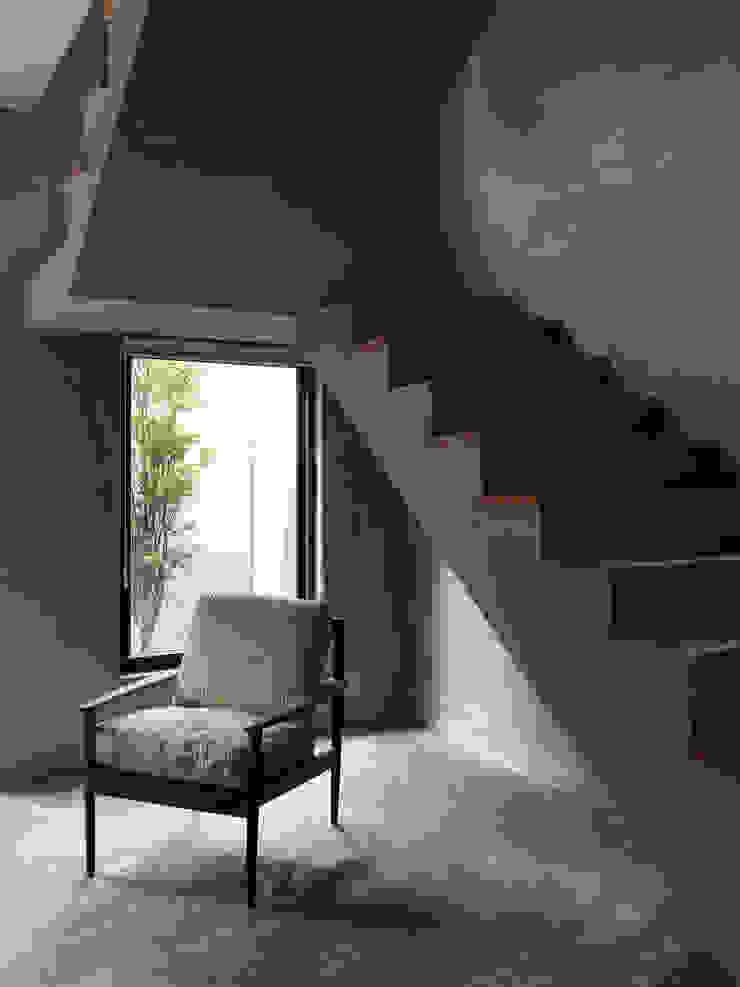 木耳生活藝術-建築暨室內設計/舊屋改造/威士忌的直角、銳角、鈍角 根據 木耳生活藝術 現代風 水泥