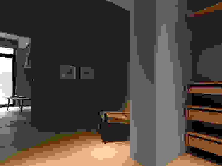 木耳生活藝術-建築暨室內設計/舊屋改造/威士忌的直角、銳角、鈍角 现代客厅設計點子、靈感 & 圖片 根據 木耳生活藝術 現代風 實木 Multicolored