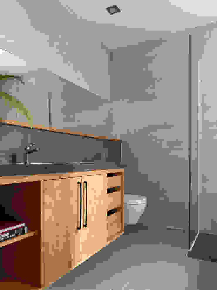 木耳生活藝術-建築暨室內設計/舊屋改造/威士忌的直角、銳角、鈍角 現代浴室設計點子、靈感&圖片 根據 木耳生活藝術 現代風 實木 Multicolored