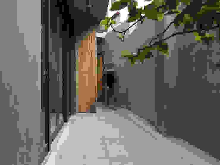 木耳生活藝術-建築暨室內設計/舊屋改造/威士忌的直角、銳角、鈍角 現代風玄關、走廊與階梯 根據 木耳生活藝術 現代風 水泥