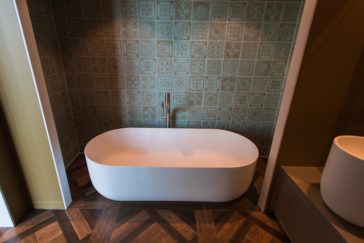 Mediterrane badkamer met design bad en badkraan van JEE-O De Eerste Kamer Mediterrane badkamers Kunststof Wit