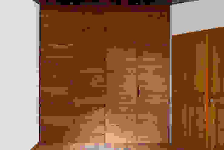 Phòng thay đồ phong cách hiện đại bởi Maquiladora de Muebles Hiện đại Gỗ Wood effect