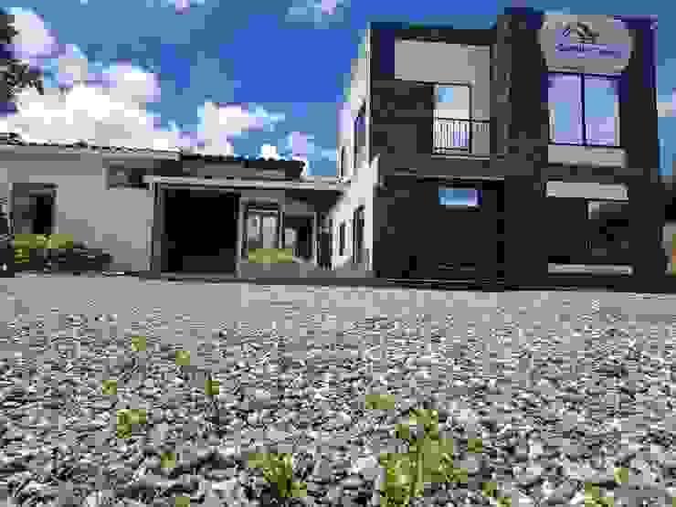 Centros de exposiciones de estilo moderno de Constru Casas Prefabricados SAS Moderno