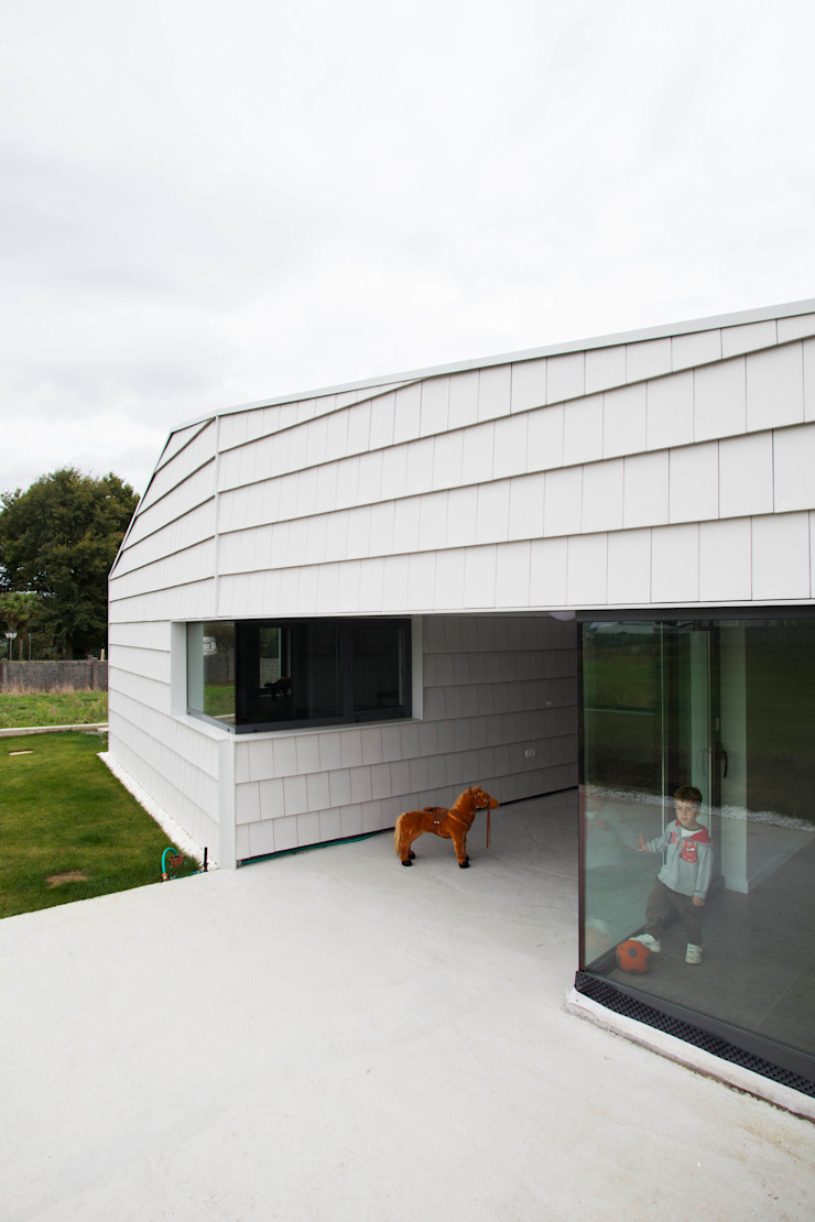BMI GROUP Gable roof Ceramic White