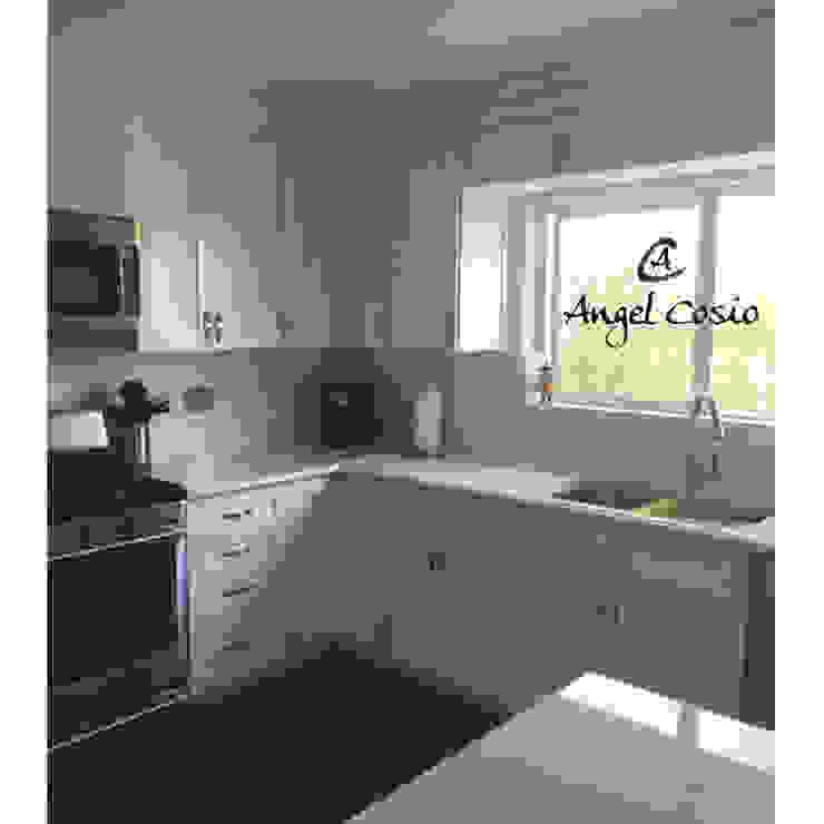 Cocina SHAKER Blanco Artico ..  Especial para TI!..: Muebles de cocinas de estilo  por Angel Cosio Cocinas y Muebles