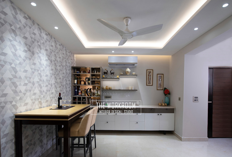 Apartment in Ridgewood Estate, Gurugram The Workroom Modern dining room Grey