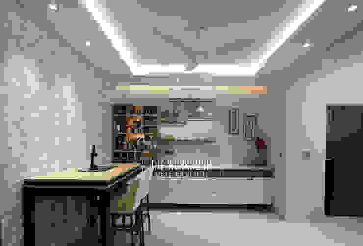 Apartment in Ridgewood Estate, Gurugram Modern dining room by The Workroom Modern