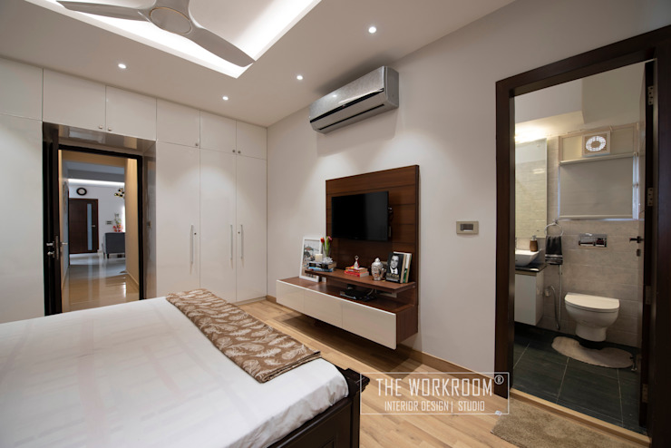Apartment in Ridgewood Estate, Gurugram The Workroom Modern style bedroom