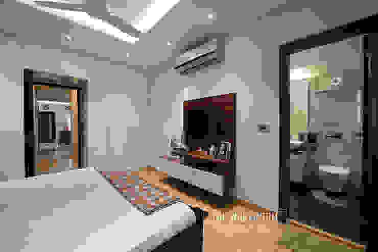 Apartment in Ridgewood Estate, Gurugram Modern style bedroom by The Workroom Modern
