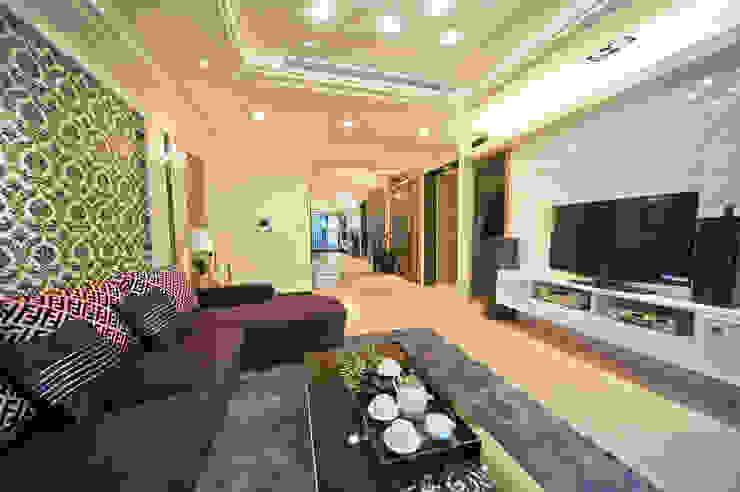 台北碧連天林公館 现代客厅設計點子、靈感 & 圖片 根據 立騰空間設計 現代風