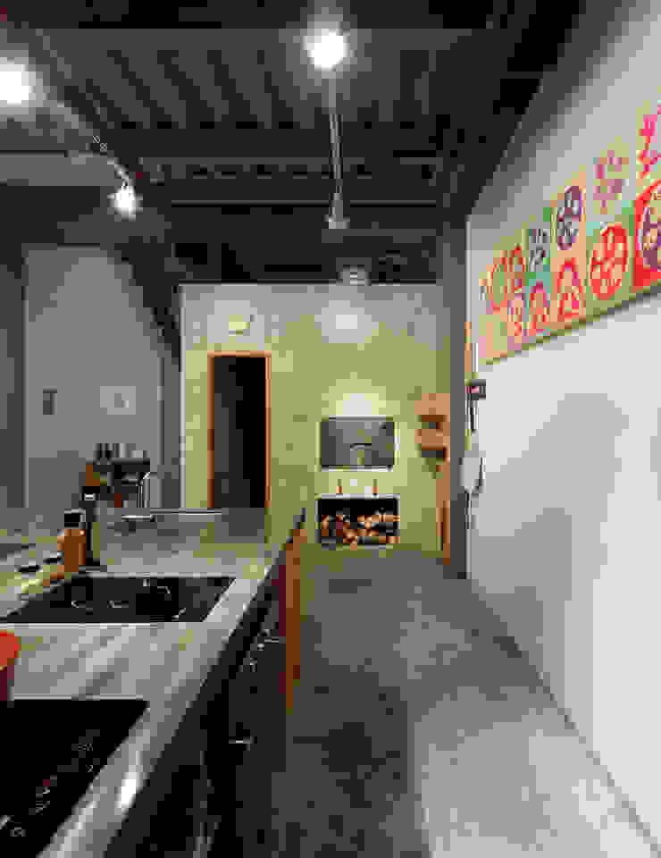 木耳生活藝術-商業空間/新竹・窯烤披薩店 現代廚房設計點子、靈感&圖片 根據 木耳生活藝術 現代風 實木 Multicolored