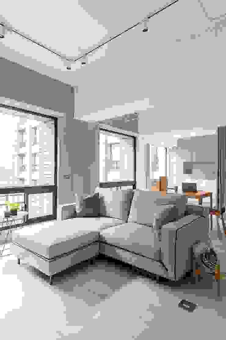 靜享宅 文儀室內裝修設計有限公司 客廳 複合木地板 White