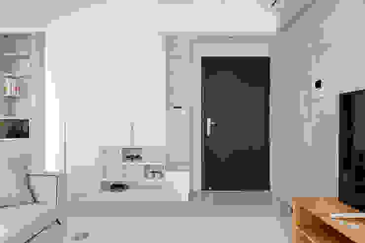 靜享宅 文儀室內裝修設計有限公司 走廊 & 玄關 木頭 White