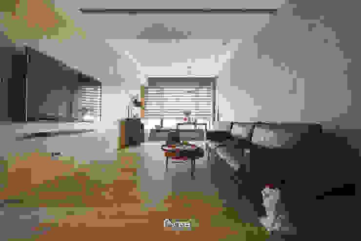 Apartment P:  客廳 by 六相設計 Phase6, 隨意取材風