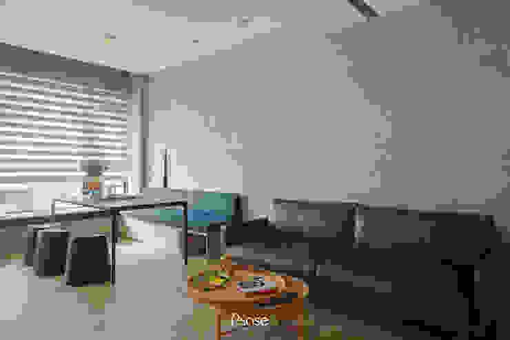Apartment P:  牆面 by 六相設計 Phase6, 隨意取材風