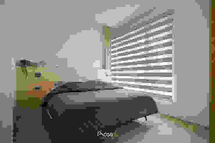 Apartment P:  臥室 by 六相設計 Phase6, 隨意取材風