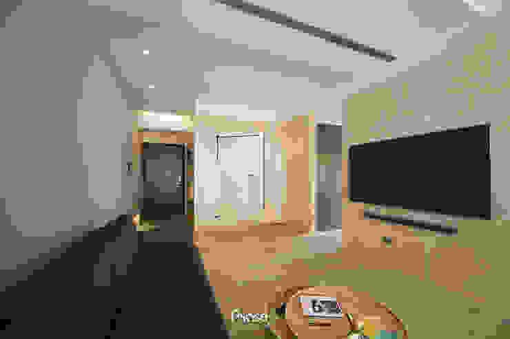 Apartment P:  地板 by 六相設計 Phase6, 隨意取材風