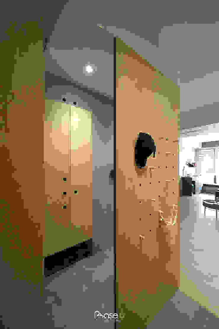 Apartment P 隨意取材風玄關、階梯與走廊 根據 六相設計 Phase6 隨意取材風