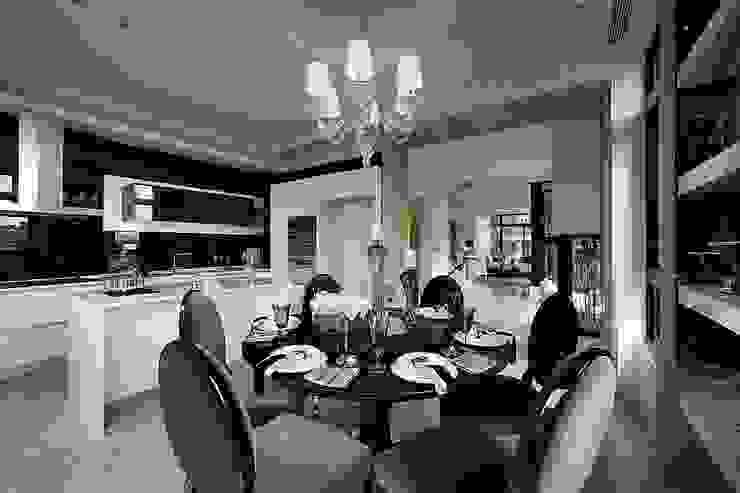 Salas de jantar clássicas por 大桓設計顧問有限公司 Clássico