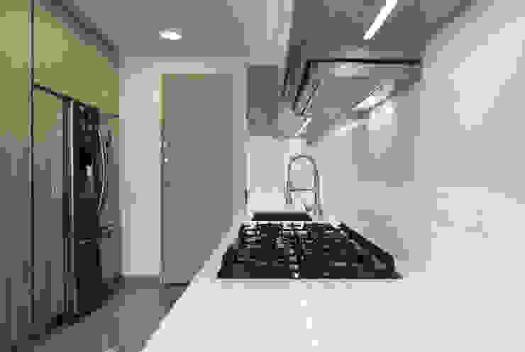 Baño y Cocina SG Cocinas de estilo minimalista de Gamma Minimalista Madera Acabado en madera