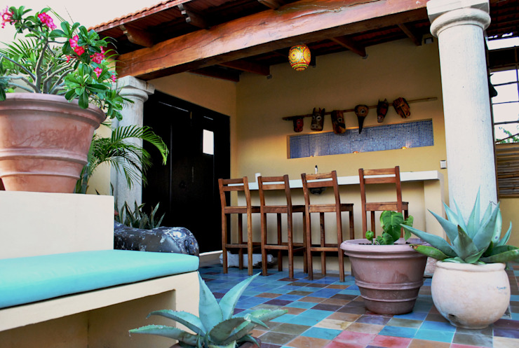 Vista de la barra del bar. Balcones y terrazas coloniales de archgreentech Colonial