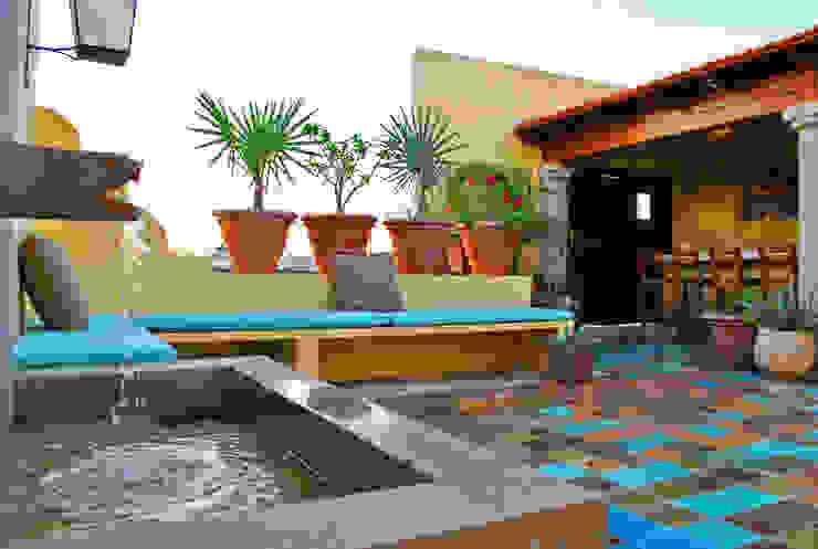 Fuente Casas de estilo colonial de archgreentech Colonial