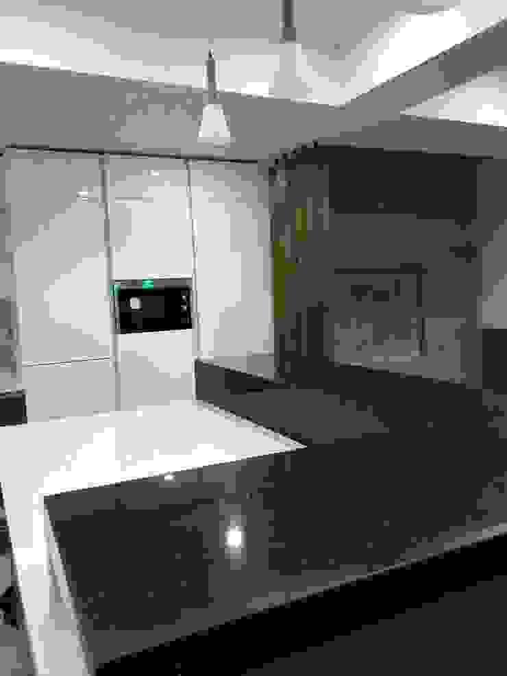 Island kitchen: modern  by classicspaceinterior,Modern Plywood