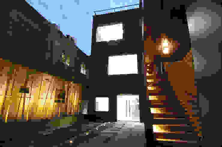 사무실건축디자인 야간외관 by IDA - 아이엘아이 디자인 아틀리에 모던 금속