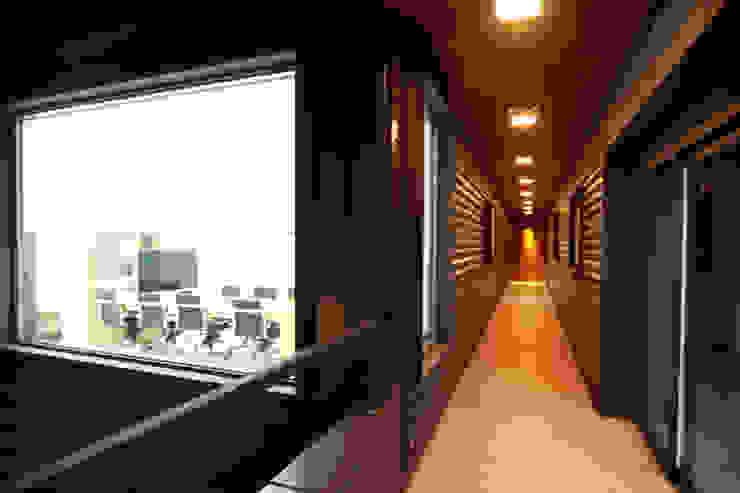사무실건축 복도디자인 by IDA - 아이엘아이 디자인 아틀리에 모던 금속