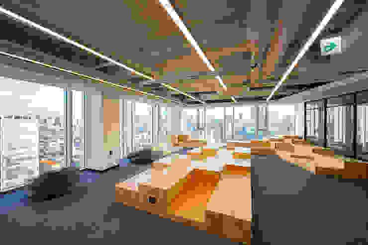 반포동 E 사무실 인테리어 리모델링 by studio FOAM Architects 모던