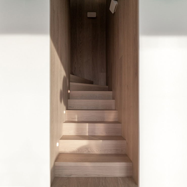 Minimalist corridor, hallway & stairs by arctitudesign Minimalist