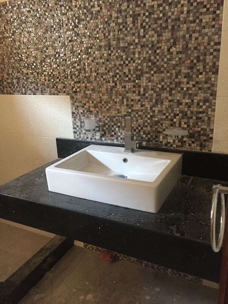 جزء من الحمام فى مرحلة التنفيذ من smarthome حداثي