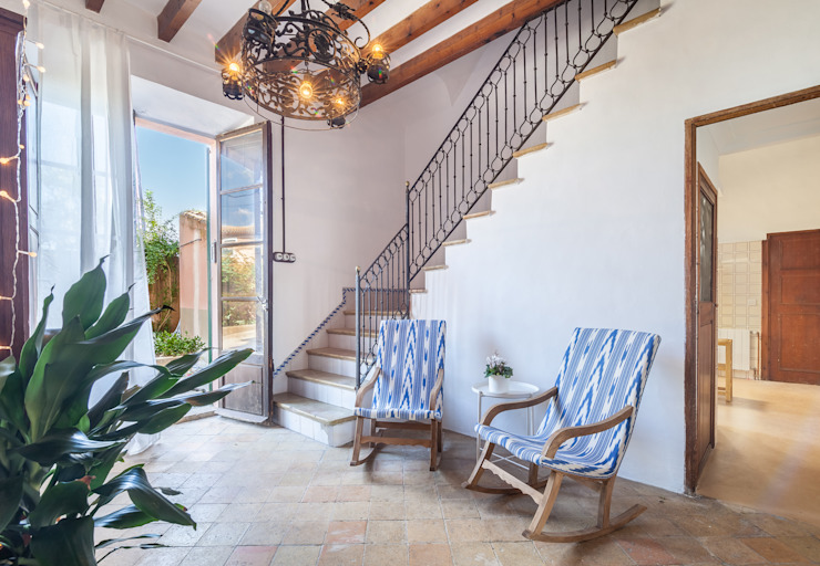 can paguera Fiol arquitectes Mediterranean corridor, hallway & stairs