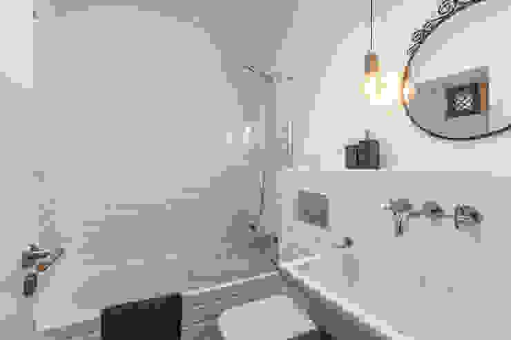 can paguera Fiol arquitectes Mediterranean style bathrooms