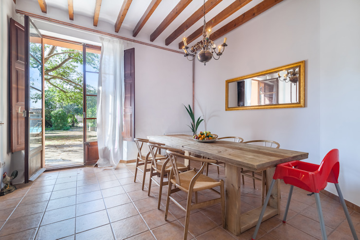 can paguera Fiol arquitectes Mediterranean style dining room