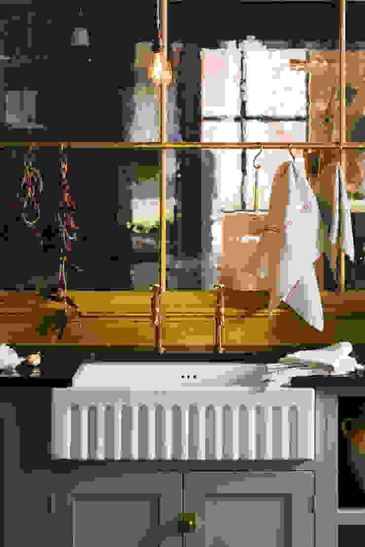 The Bond Street Shaker Showroom deVOL Kitchens Built-in kitchens Grey