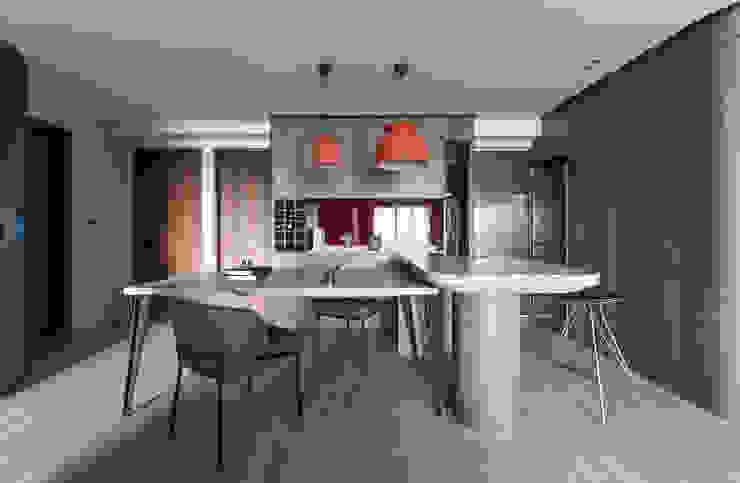 Comedores de estilo moderno de 湜湜空間設計 Moderno