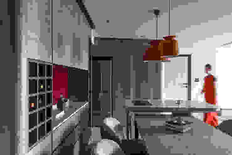 Comedores de estilo moderno de 湜湜空間設計 Moderno Madera Acabado en madera