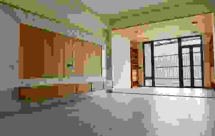 Гостиная в азиатском стиле от 全天候氣密窗 Азиатский