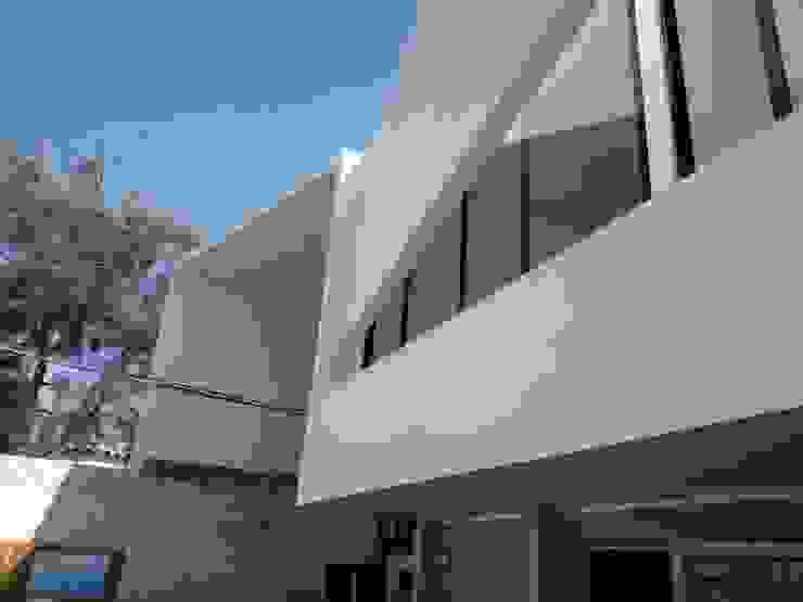 Minimal style window and door by Yañez y Muñoz Arquitectos Minimalist