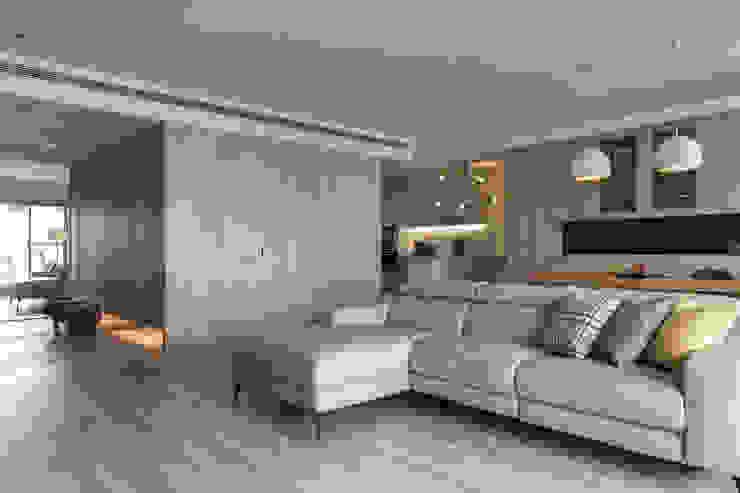 從此角度可以看到廚房 詩賦室內設計 Modern living room