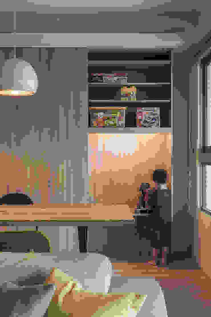 餐桌後方也設有大型置物櫃 根據 詩賦室內設計 現代風