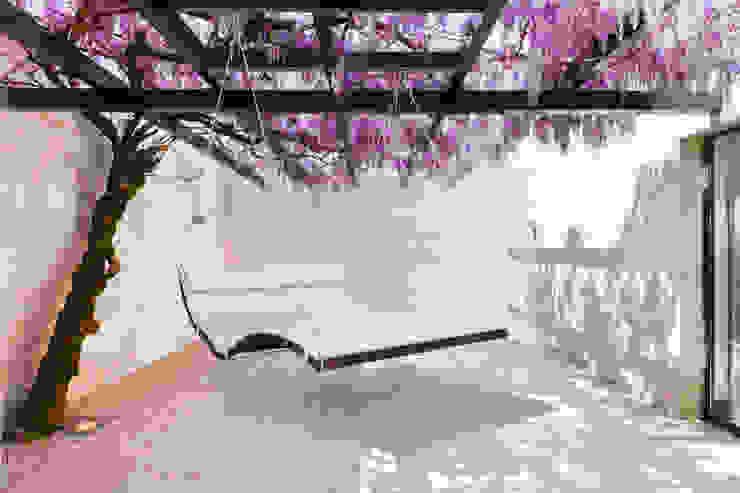 Schwebeliege Hängeliege Terrasse Außenbereich Minimalistischer Balkon, Veranda & Terrasse von faktor holz Minimalistisch