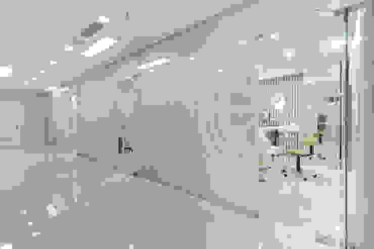 Kalya İç Mimarlık \ Kalya Interıor Desıgn モダンな医療機関 ガラス 透明
