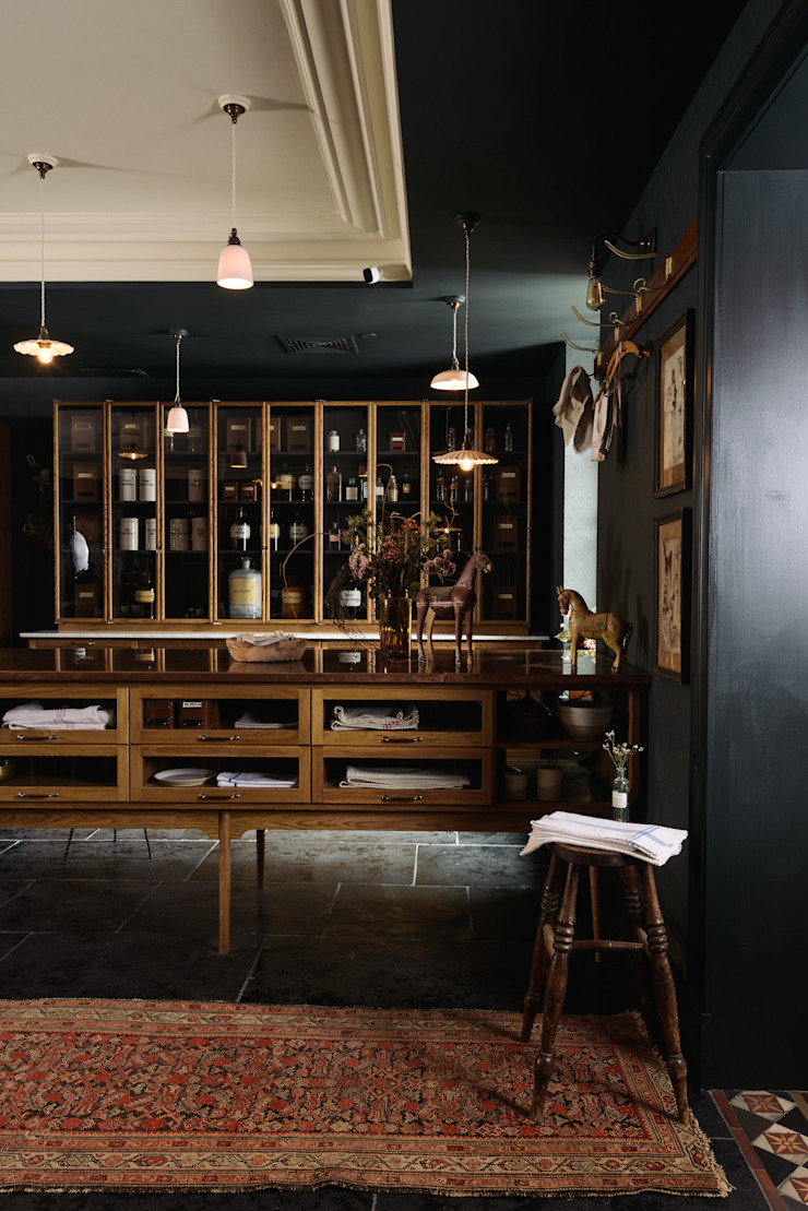 The Bond Street Haberdashery deVOL Kitchens Classic style kitchen Solid Wood
