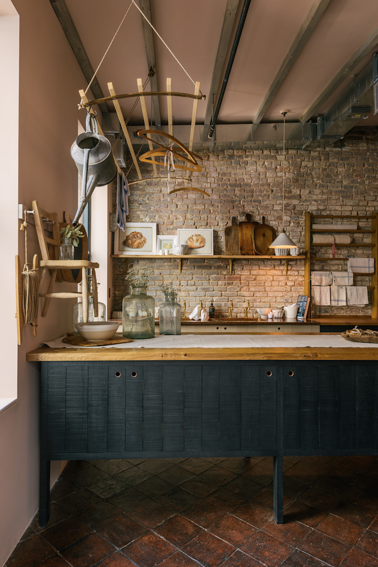 The Potting Shed in Manhattan deVOL Kitchens Rustic style kitchen Solid Wood